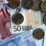 Евро подобрался к отметке в 70 рублей