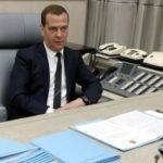 Дмитрий Медведев проводит совещание по ситуации с курсом рубля