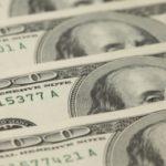 Доллар США рекордно снизился к евро